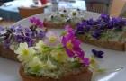 mažeme na chléb a zdobíme květy