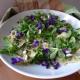 Těstovinový salát s jarními květy