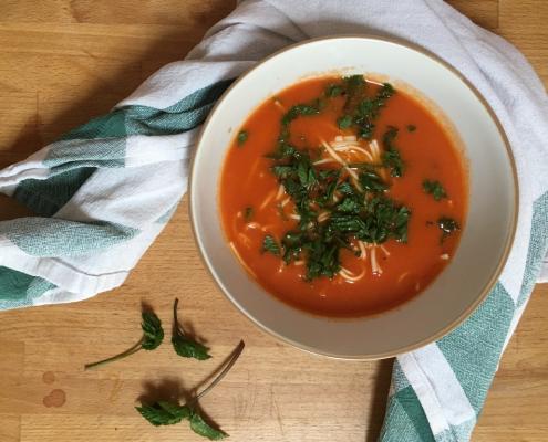 Rajská polévka s těstovinami a bršlicí kozí nohou