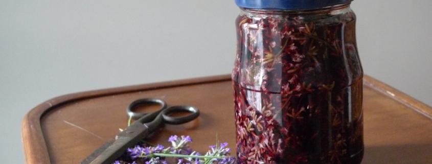 Červené víno s levandulí